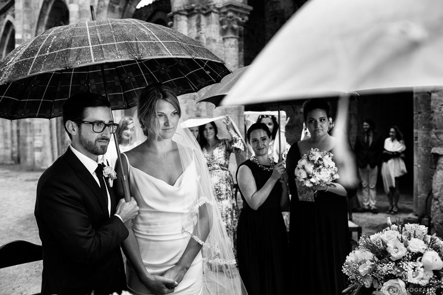 wedding-photographer-san-galgano-tuscany-23